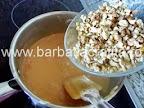 Prajitura cu nuca si crema caramel preparare reteta