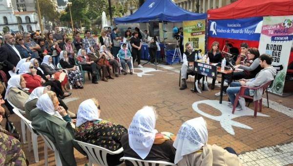 Madres de Plaza de Mayo celebran 39 años de lucha Por: TeleSur