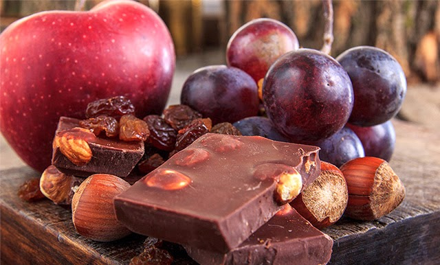 Apple, grape and chocolate food synergy combination