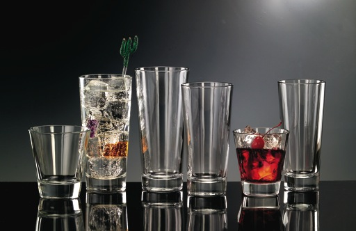 Suvire c mo dise ar un bar para tu casa for Copas y vasos para bar