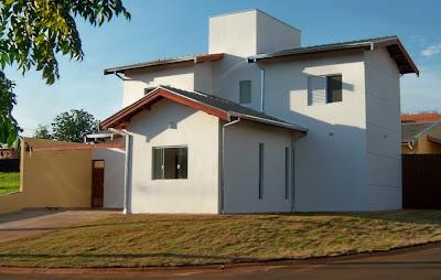 Imagem da fachada gentilmente cedida pelo proprietário, captada em dezembro de 2012,  assim que a residência foi concluída.