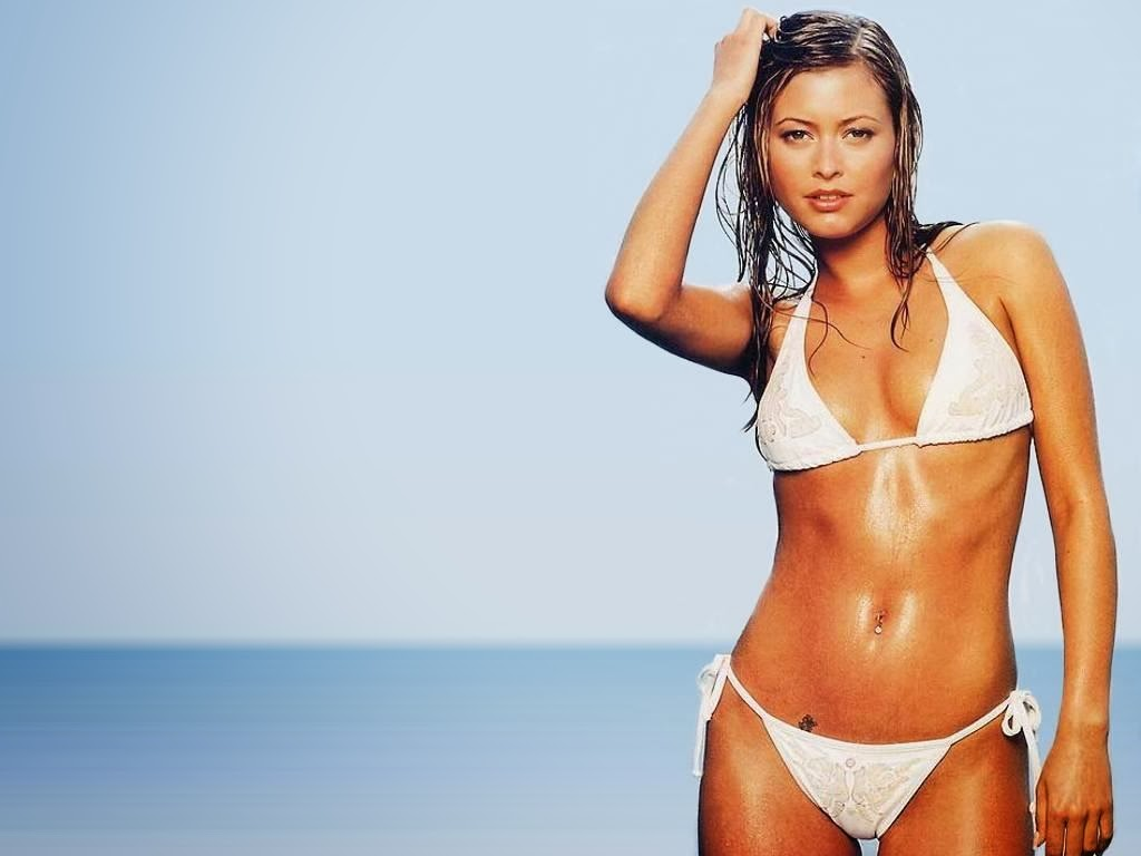 Sonay enjoys Holly valance bikini