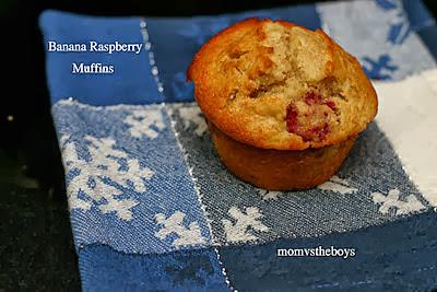 Banana Raspberry Muffins | http://momvstheboys.com