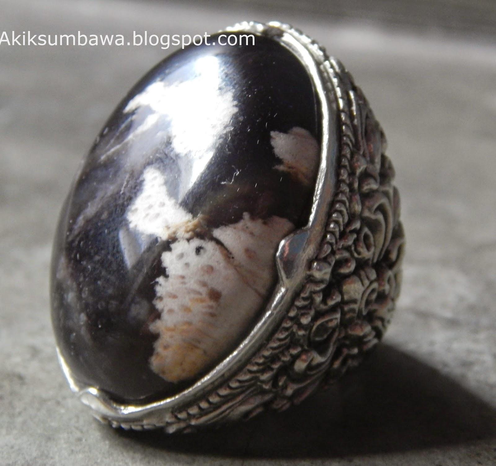 Batu Cincin Fosil Kelor Semi kristal
