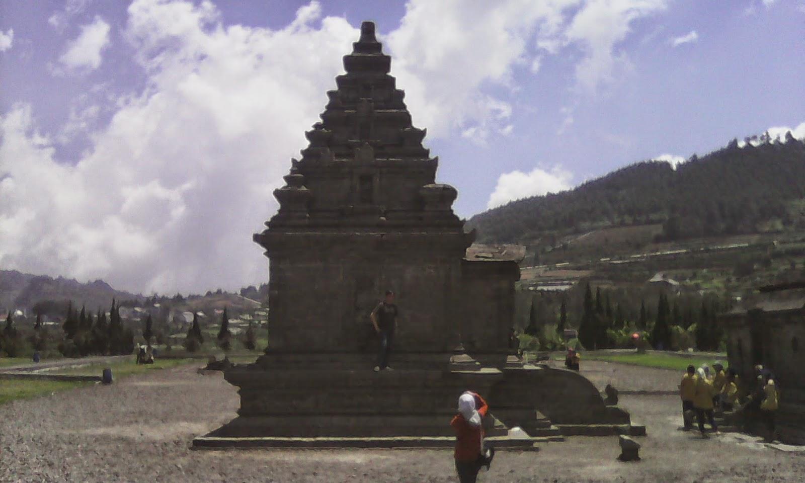 Berkunjung ke Komplek Candi Arjuna di pegunungan Dieng