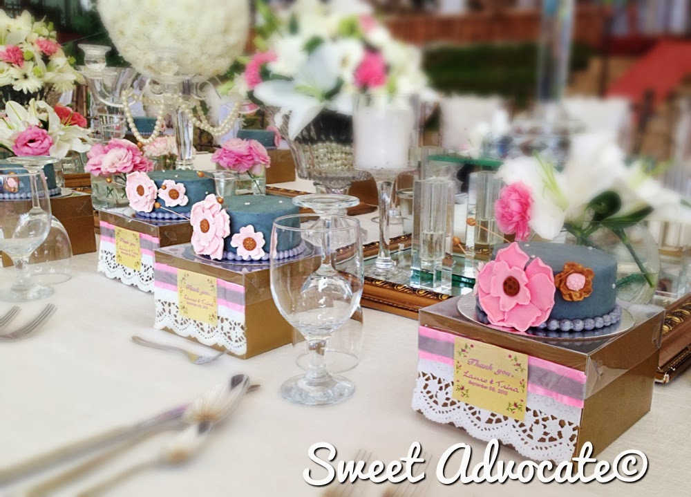 Lovely miniature wedding cakes with individual boxes in assorted ...