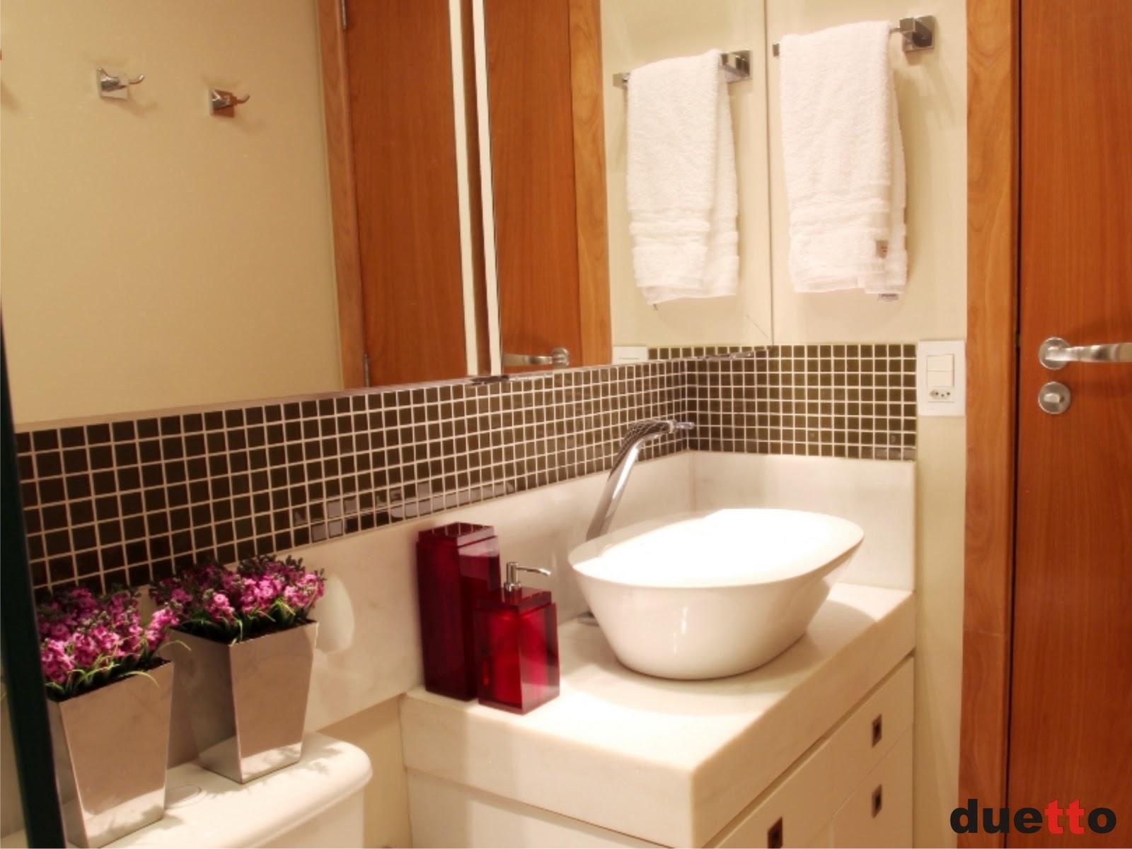 Banheiro super fofo adorei o detalhe dos dois vazinhos em cima da  #AF4A1C 1600 1201