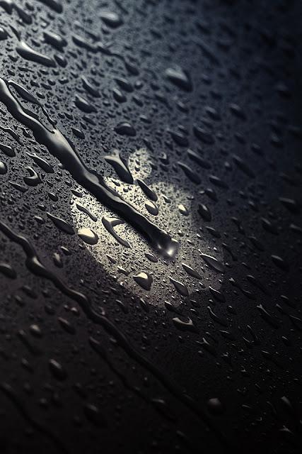 Rain Drops on Dark Apple Logo iPhone Wallpaper