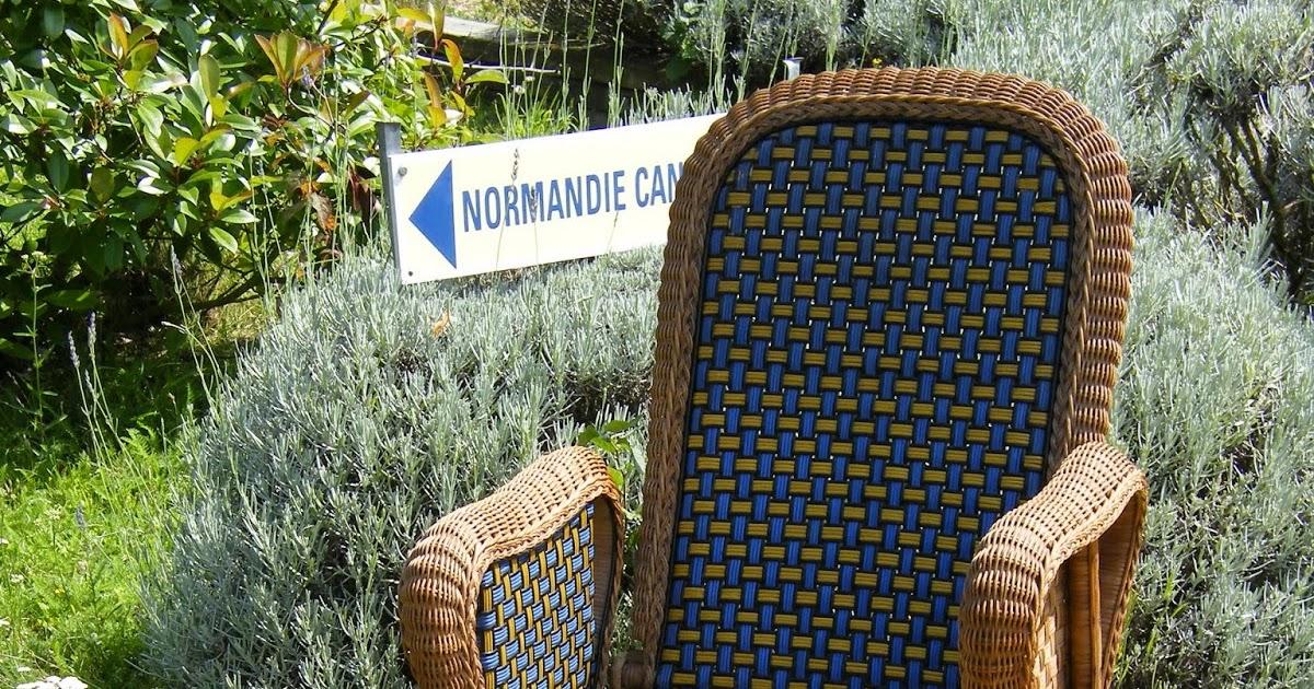 normandie cannage une chaise longue en rotin en couleur pour les puces de paris. Black Bedroom Furniture Sets. Home Design Ideas