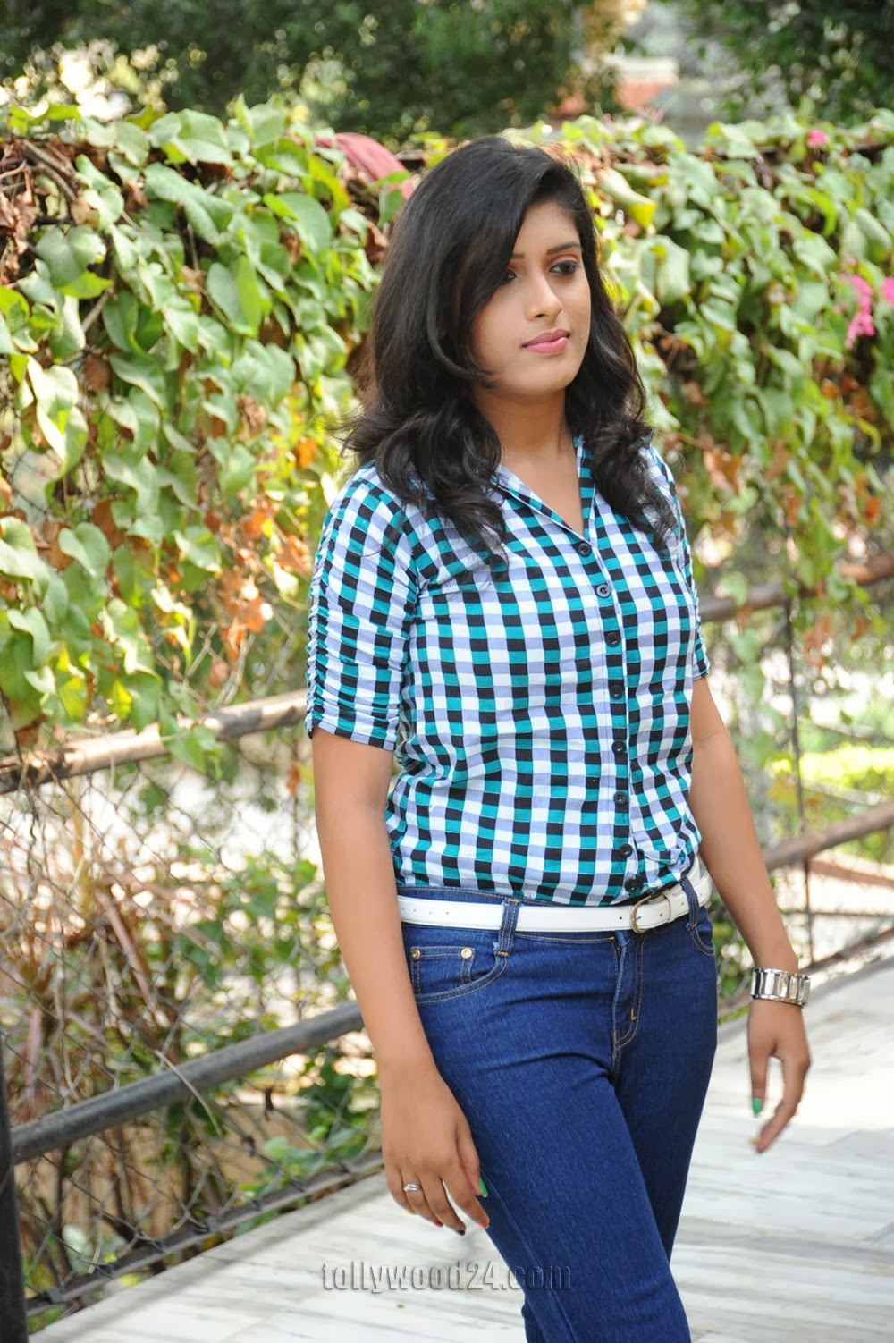 Liza reddy glam pix in jeans-HQ-Photo-2