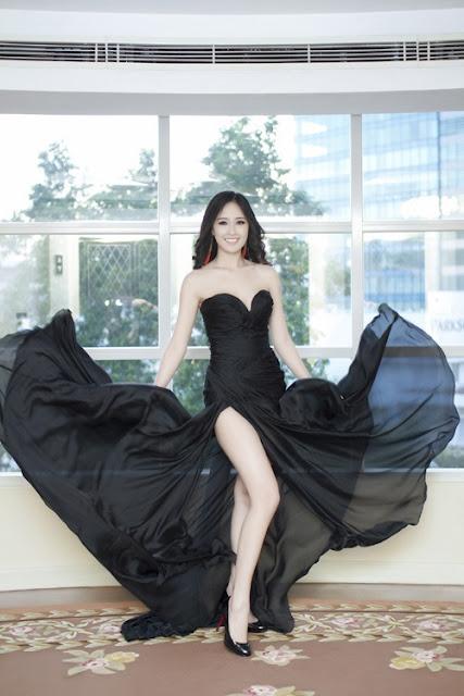 Nắm rõ lợi thế này, Hoa hậu Việt Nam 2006 nghiện váy xẻ đùi khi tham dự các sự kiện của làng giải trí.