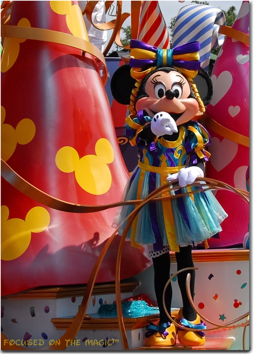 Move It! Shake It! Celebrate It ! With Minnie!