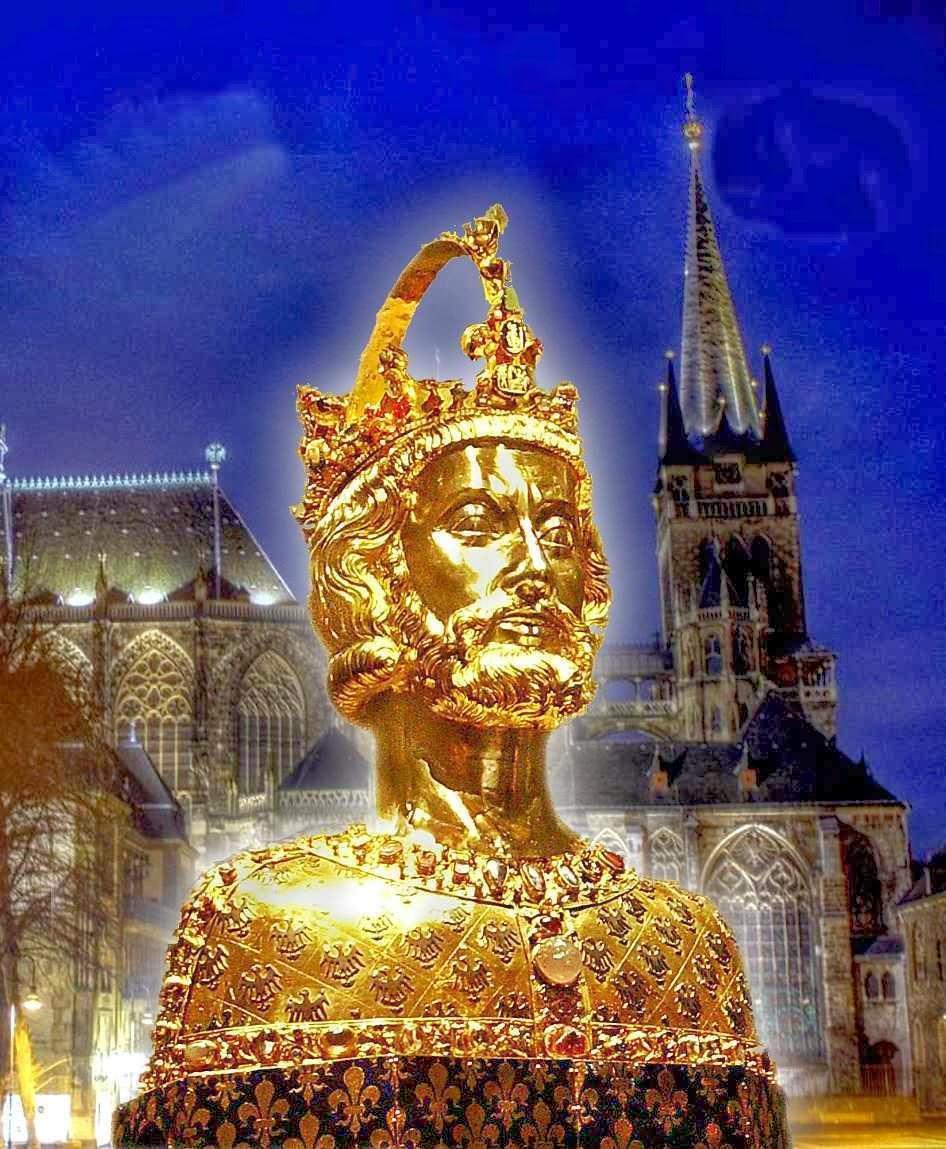 Busto-relicario de Carlomagno.  Fondo: catedral de Aachen, Alemania, capital de seu imperio