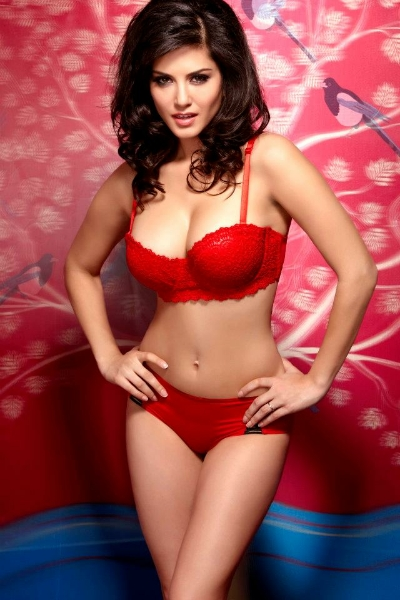 Sunny Leone hot celebrity bikini photos 