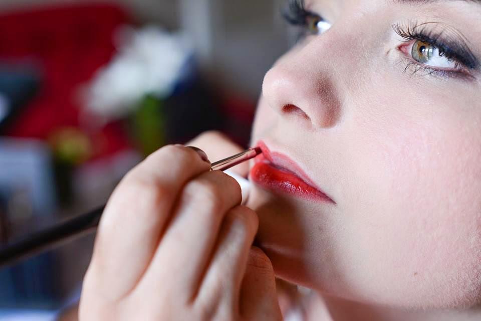 makijaż ślubny czerwone usta