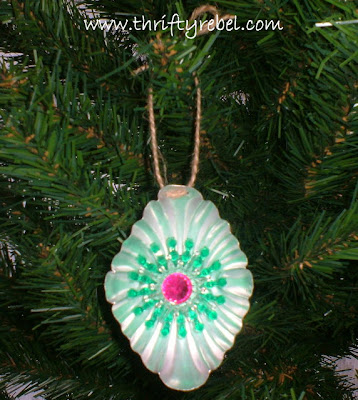 tart-tin-and-jello-mold-Christmas-ornaments