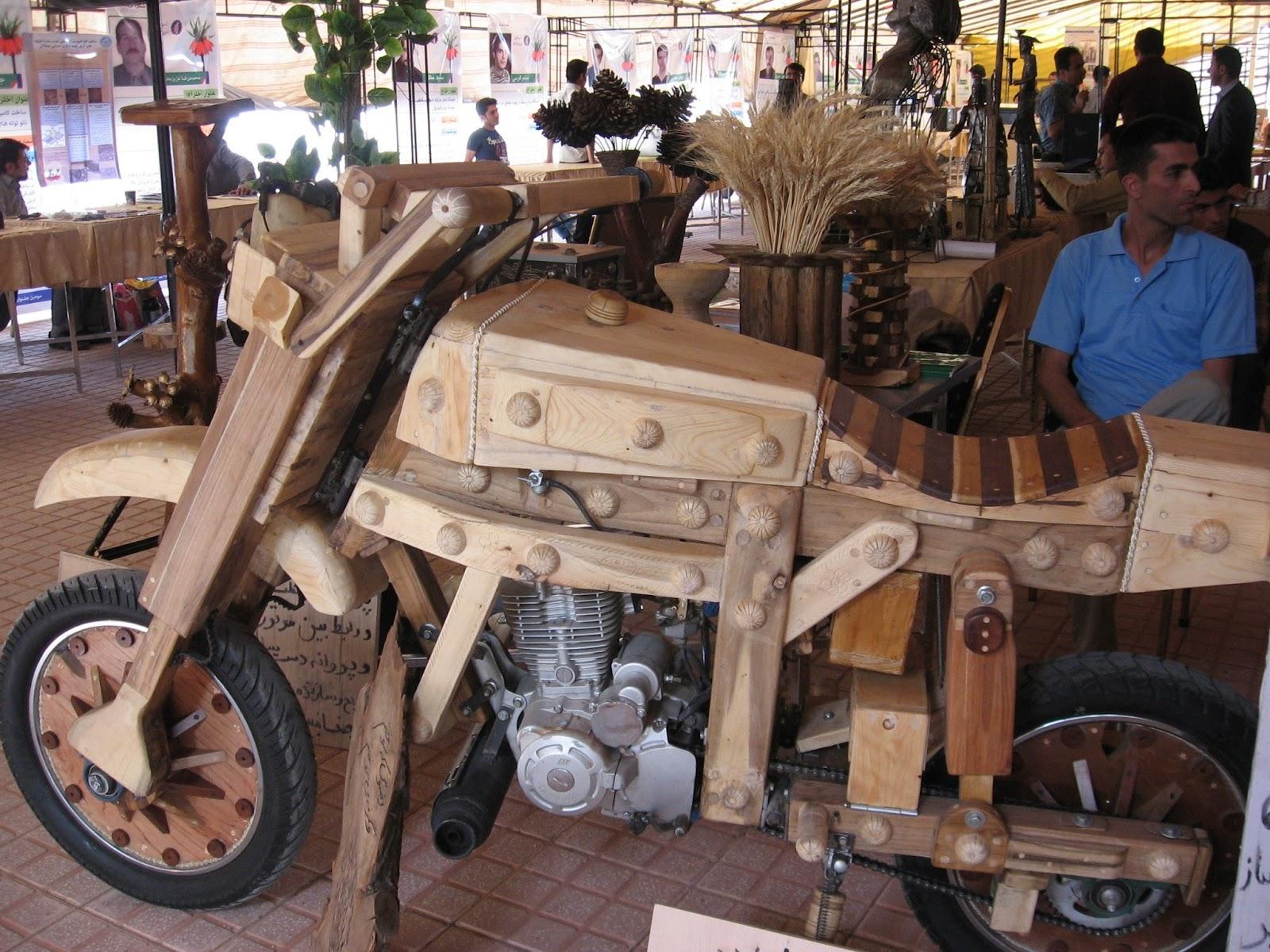 Moto/Bike di legno: Wooden Bike di Reza Mobini (Innovations Festival Koohrang, Iran)