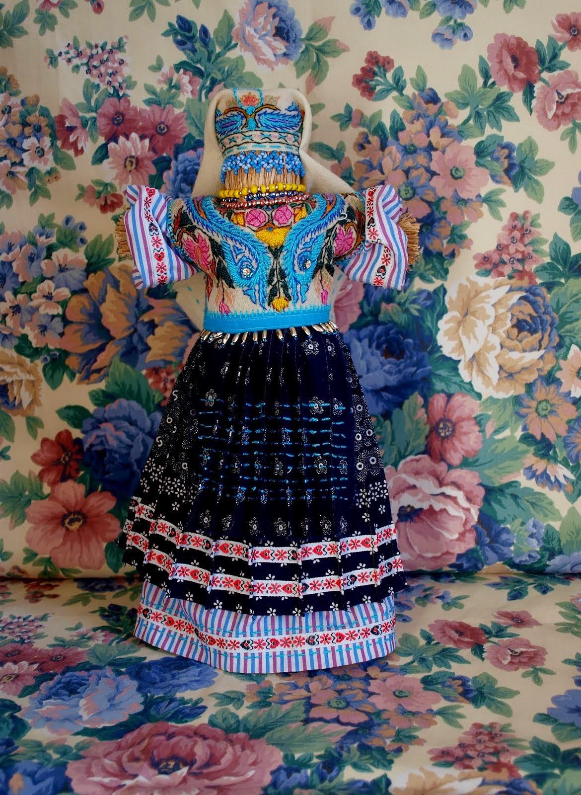С  элементами  народного  украинского костюма