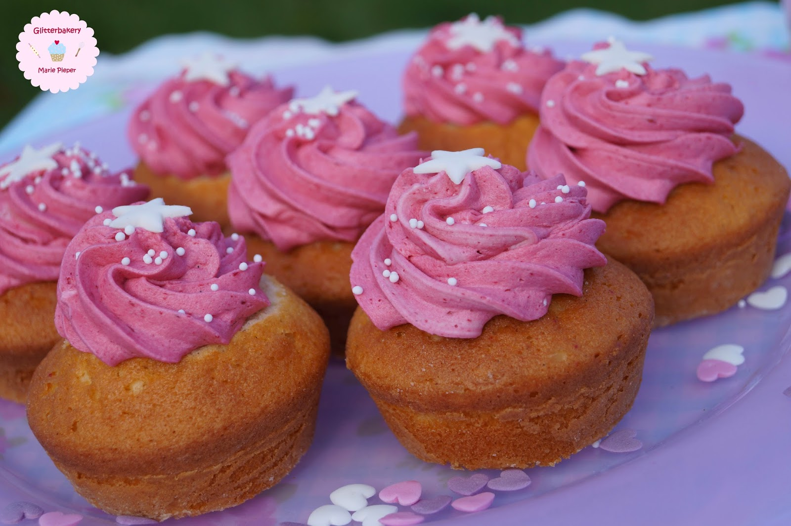 glitterbakery baking is love made visible himbeer buttercreme cupcake topping. Black Bedroom Furniture Sets. Home Design Ideas