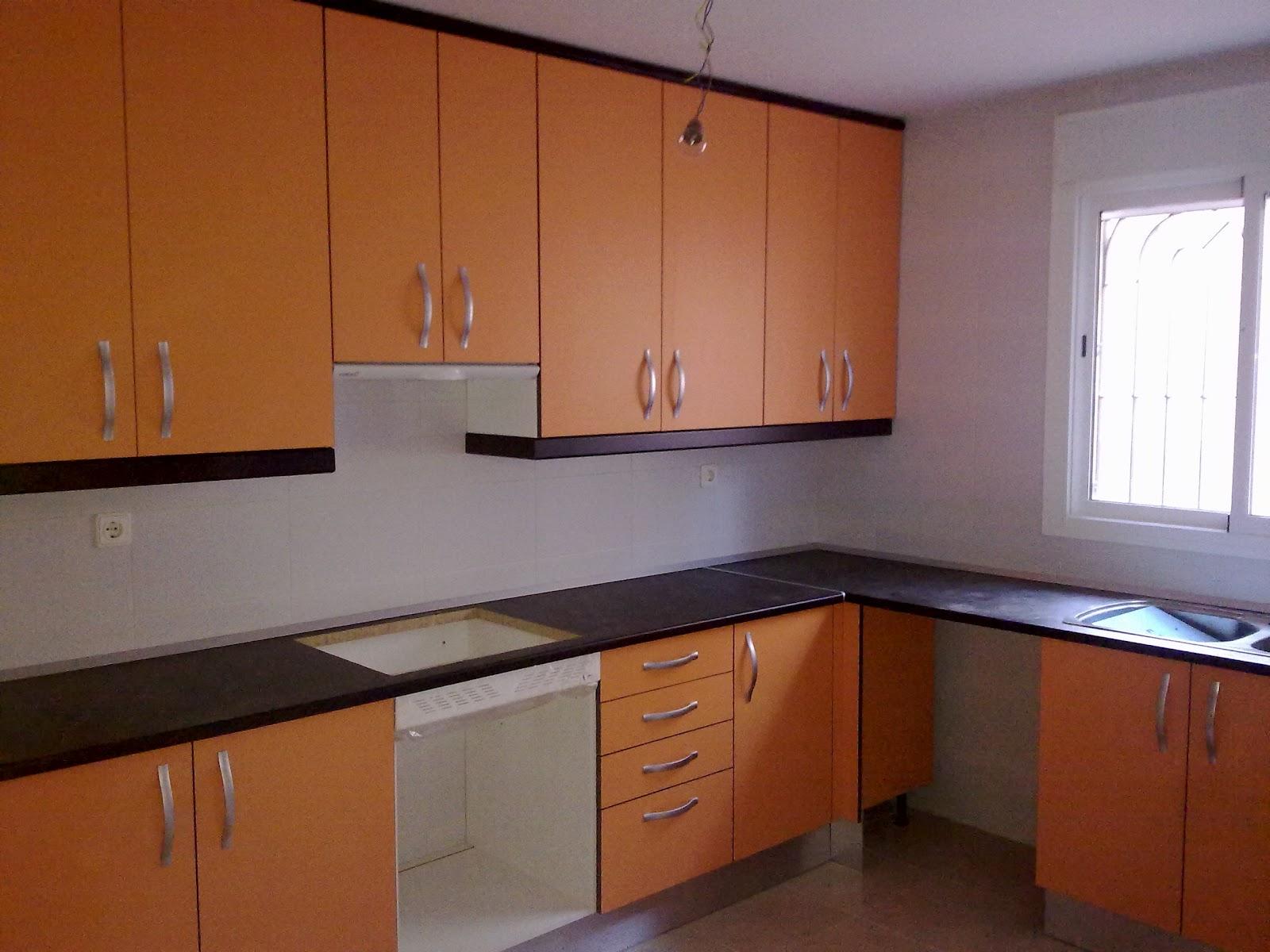 Laminado mate naranja remates y encimera glp 283 negro for Muebles de cocina sueltos