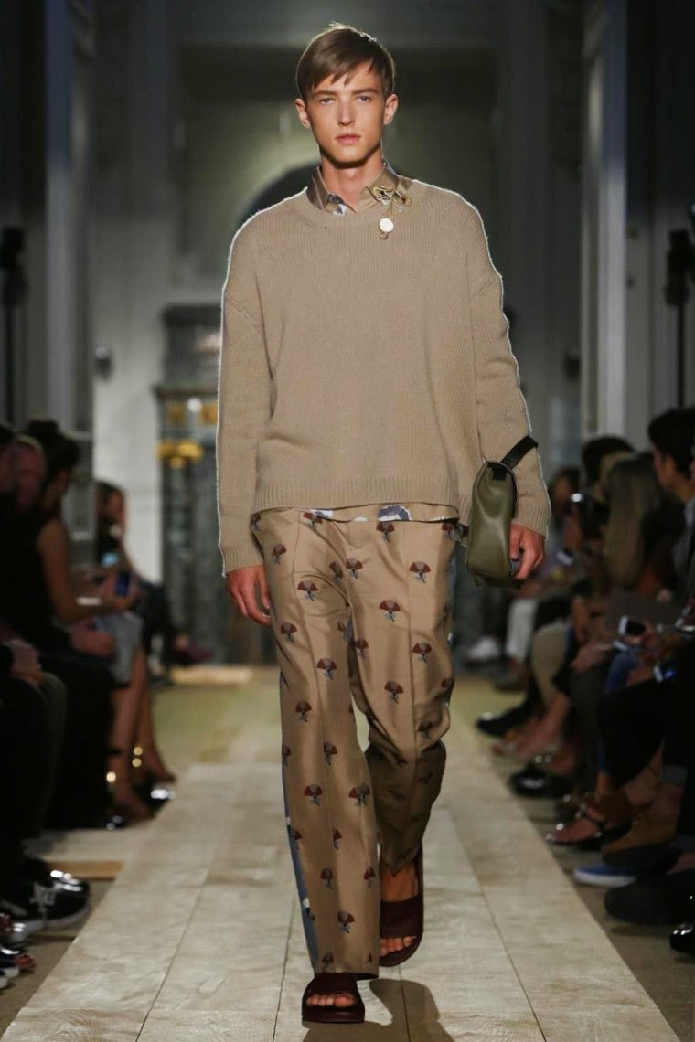 Valentino-Spring-Summer-2015, Valentino-Spring-Summer, Valentino-SS15, Valentino-Printemps-été, Valentino-Printemps-été-2015, Valentino-Paris-Fashion-Week, Maria-Grazia-Chiuri, Perpaolo-Piccioli, Valentino-menswear, du-dessin-aux-podiums, dudessinauxpodiums, mode-femme, mode-homme, shop-online, shopping-online, coach-bags, vetements-femme, manteau-homme, robe-pas-cher, trench-homme, black-dresses, veste-cuir-homme, grossiste-vetement, vetement-en-ligne, chemises-homme, costumes-hommes