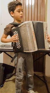 Joven acordeonista en Riohacha. Ruta del Vallenato. La Guajira