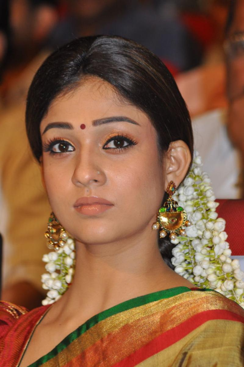 tamil movie actress nayantara latest cute saree photos