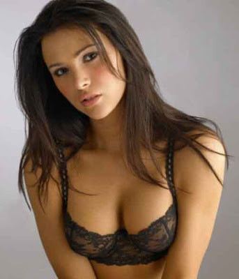women-hot-in-bra
