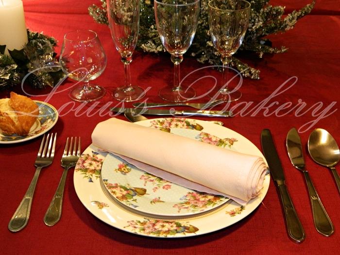 Louis 39 s bakery como poner la mesa de navidad protocolo for Como se colocan los cubiertos en la mesa