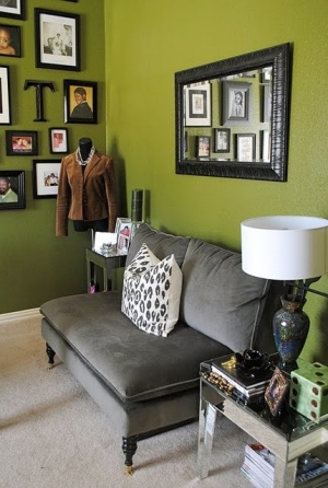 Eye for design olive green interiors for Accent colors for green walls