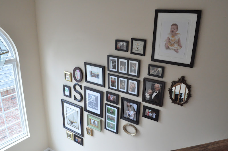 Hanging photo frames without nails home design Hang up paintings without nails