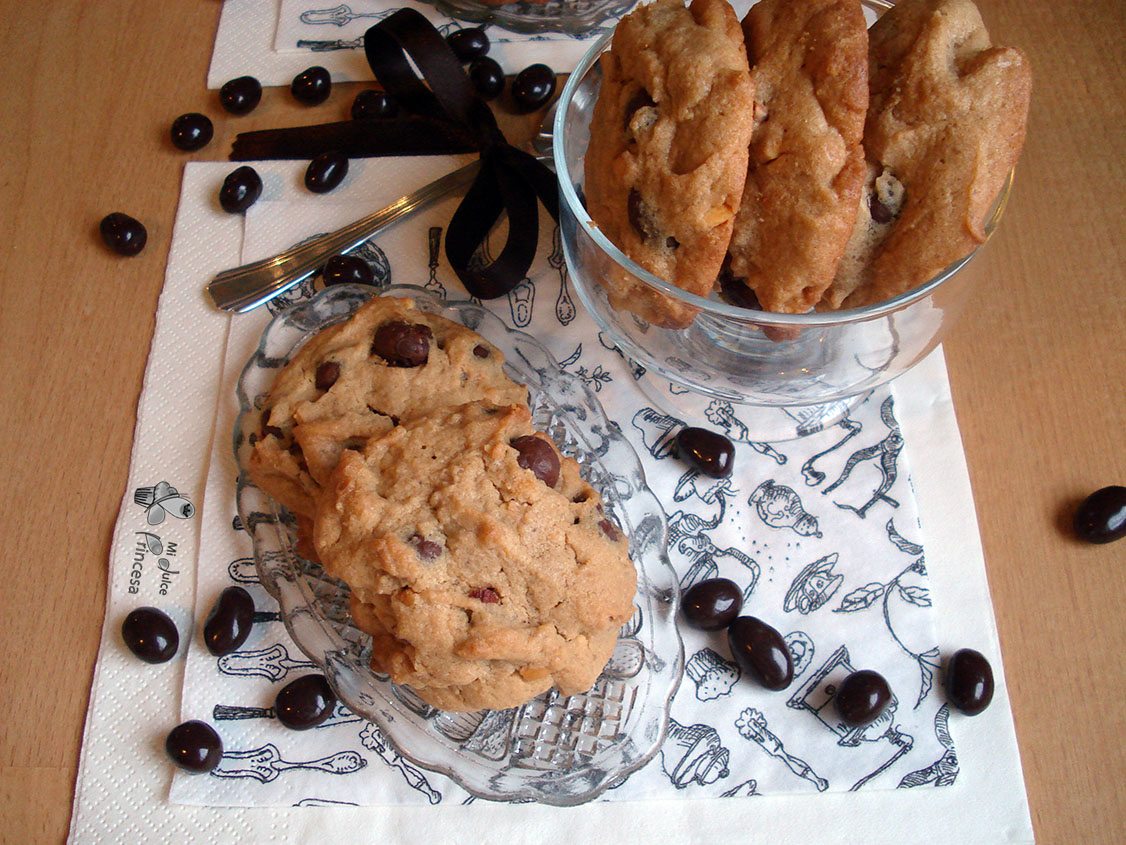 cookies, cookies me crema de cacahuete, cookies de crema de cacahuete y conguitos, crema de cacahuete, conguitos, crema de cacahuetes y conguitos, chocolate, cacahuetes,