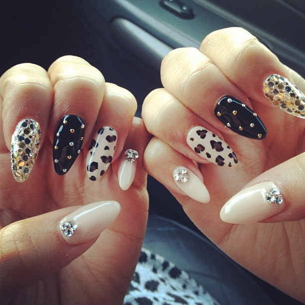 NAILS OF ZENDAYA AND NAILS OF DEMI  WHAT DO YOU PREFER Zendaya Nails 2012
