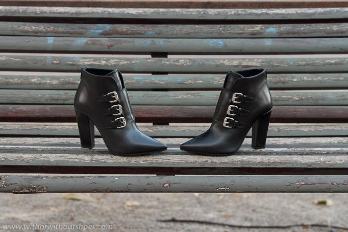 Botines de punta afilada con hebillas y tacón ancho cubano modelo Jeron de la nueva Colección de Zapatos de la marca española de calzado Rebeca Sanver