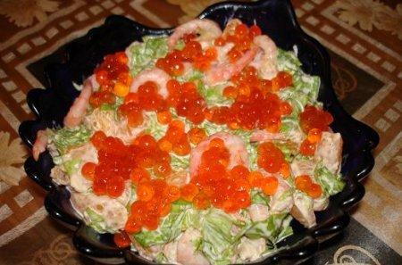 Рецепт салата с икрой и креветками
