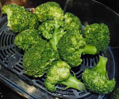 Pieczeń z brokułami www.niebonajezykach.blogspot.com
