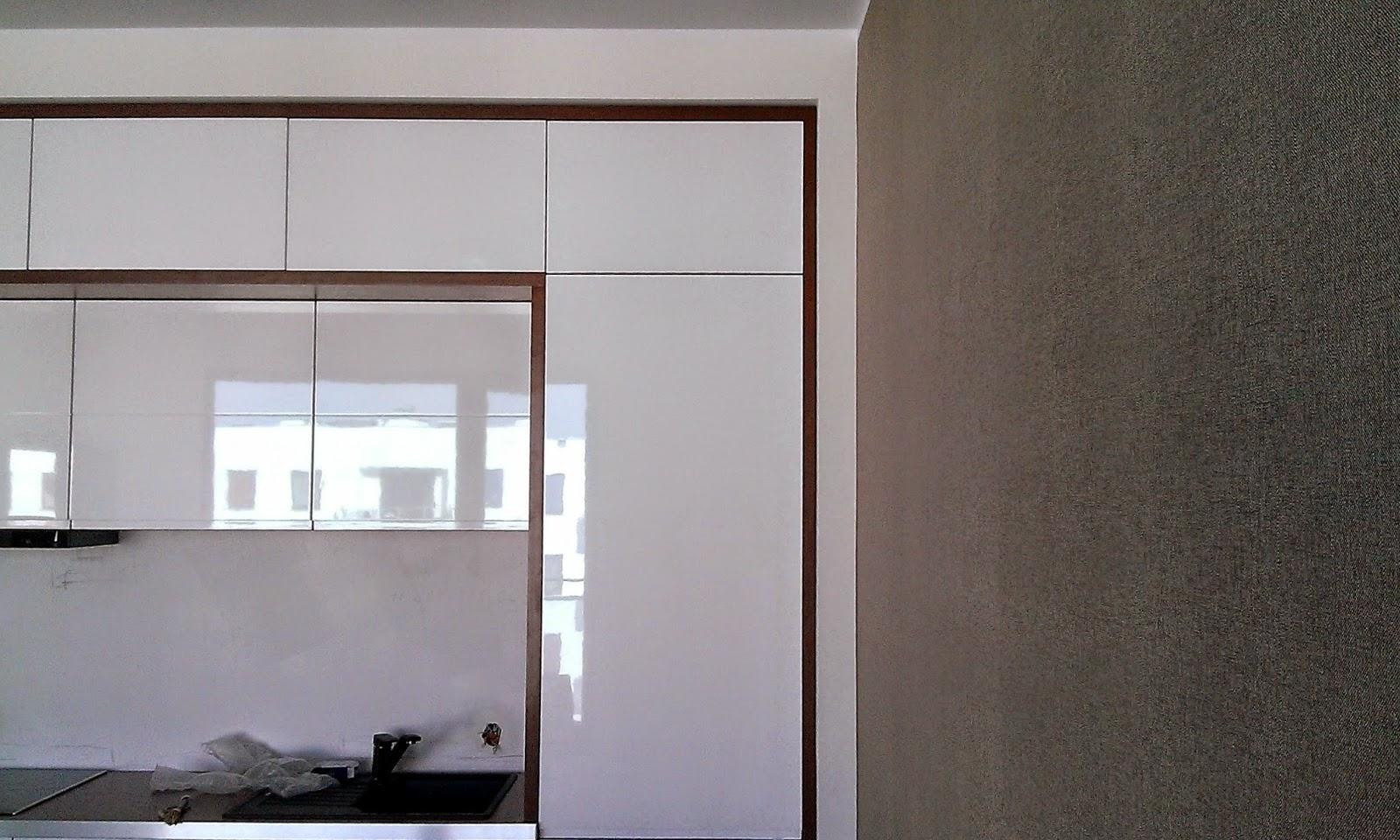 montaż tapety papierowej do kuchni