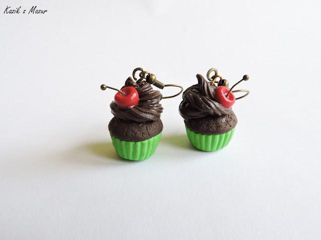 Czekoladowe muffiny z wisienką