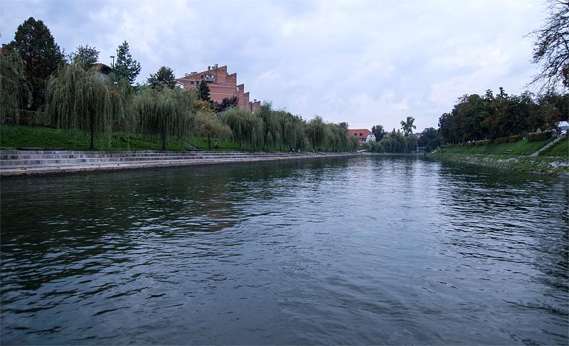 Ljubljana iz rečnega korita Trnovski pristan full