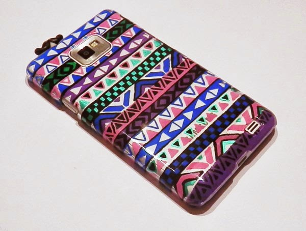 diy d corer une coque de t l phone au posca caro dels blog diy et loisirs cr atifs. Black Bedroom Furniture Sets. Home Design Ideas