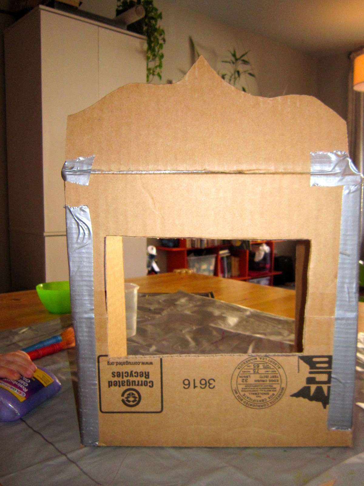 Easy diy table top puppet theater for tiny apartments for How to stage a home