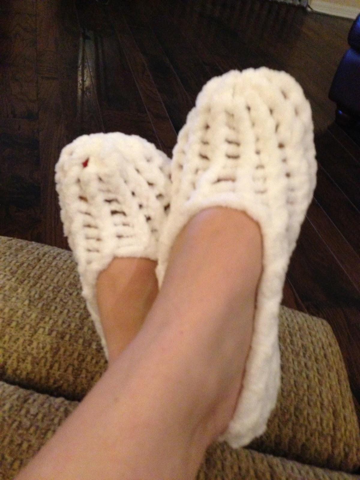 Loom Knitting Patterns For Slippers : Lou Girl Plus Tea: Loom Knitting Slippers