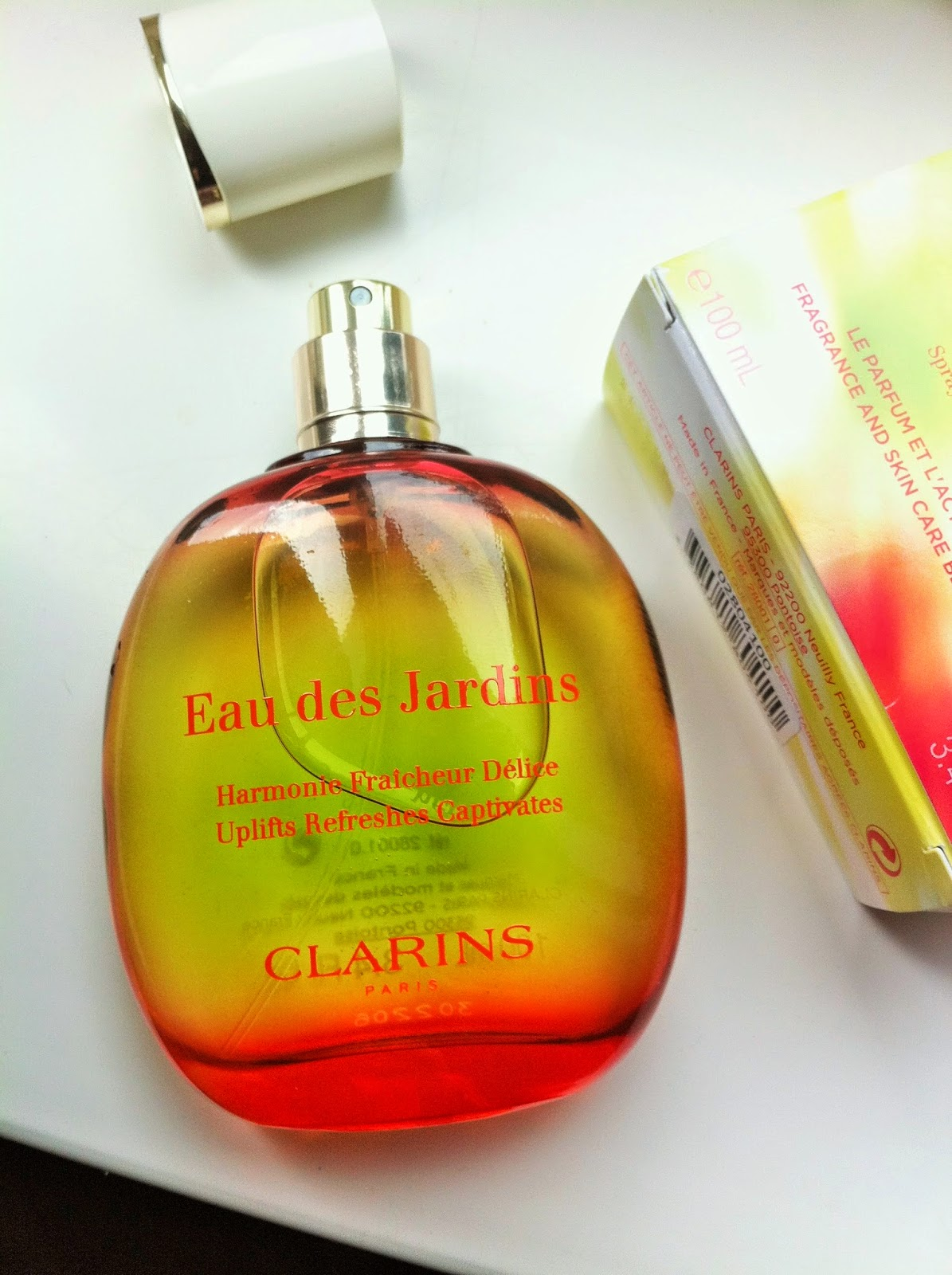 bows and pearls review clarins eau des jardins. Black Bedroom Furniture Sets. Home Design Ideas