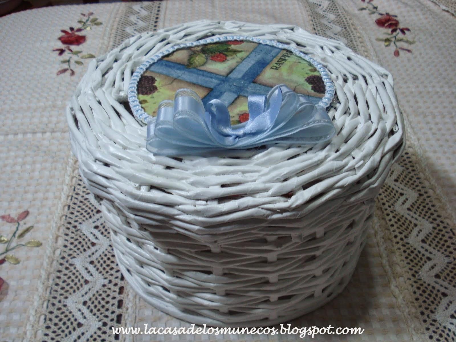 Caja tejida con papel