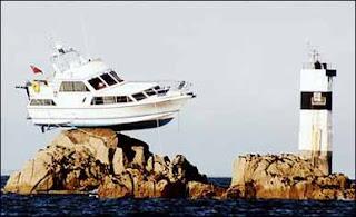 Barco preso nas Rochas