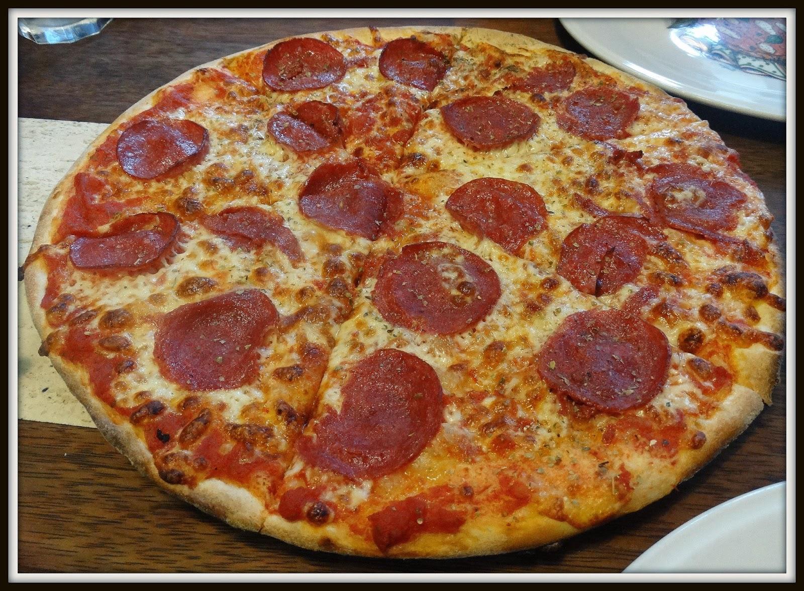 Pizzeria Banolli, Kraków Karmelicka, pizza z salami