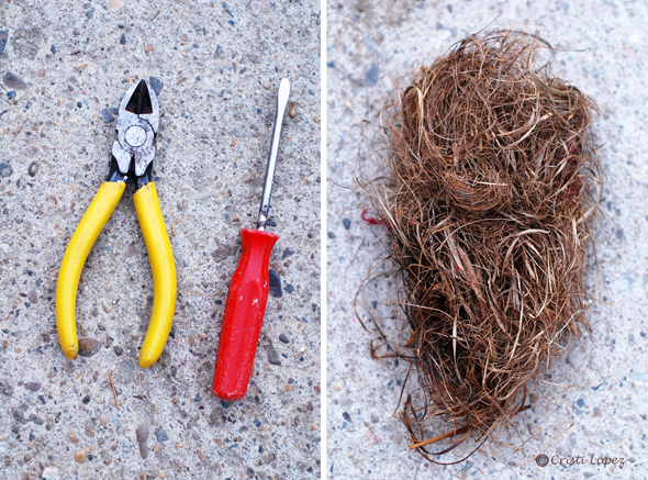 tenaza, destornillador y crin vegetal