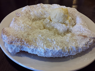Scone with powdered sugar
