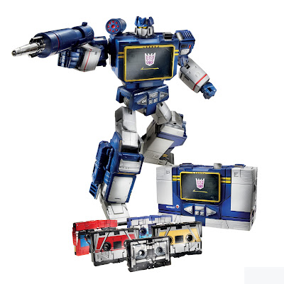 Hasbro/Takara Transformers Masterpiece Toys R Us Exclusive Soundwave