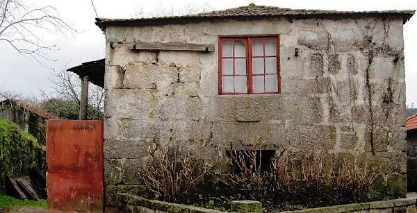 Casa brasonada - Pedra de armas da família Pinto